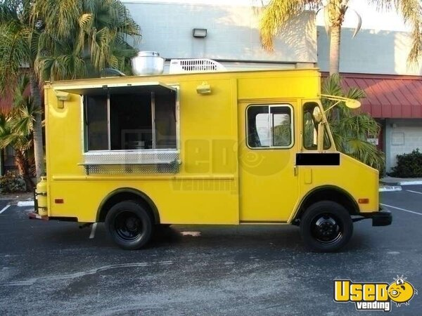 1987 / 2010 - 7' x 10' x 18' Chevy Diesel P30 Step-Van Food Truck!!!