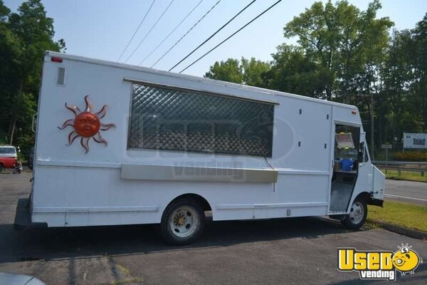 1994 Creative Mobile Catering Chevy P30 Lunch / Catering Truck!!!