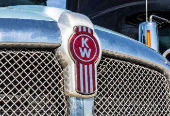 kenworth logo on black day cab