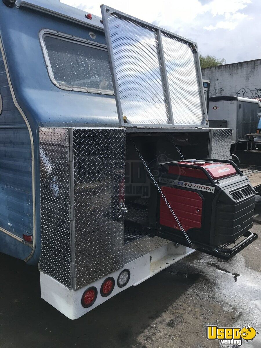 1967 Vintage D300 All-purpose Food Truck Awning New York Gas Engine for Sale - 5