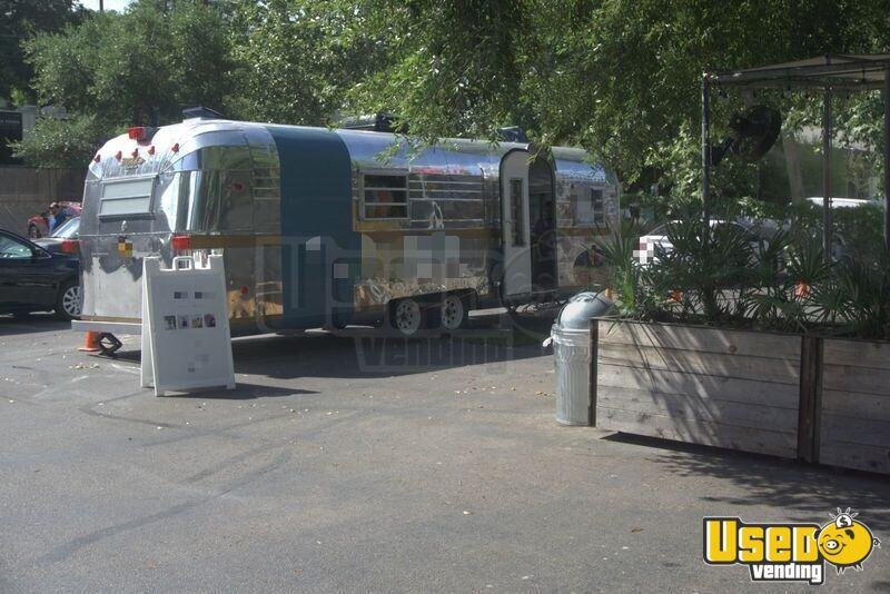 1968 Streamline Empress Mobile Boutique Trailer Removable Trailer Hitch Texas for Sale - 3