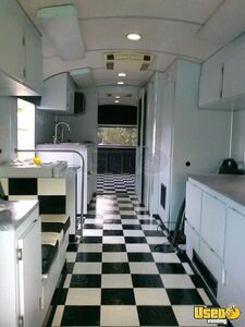 1978 Wander Lodge Bus Kitchen Food Truck All-purpose Food Truck Removable Trailer Hitch Florida Diesel Engine for Sale