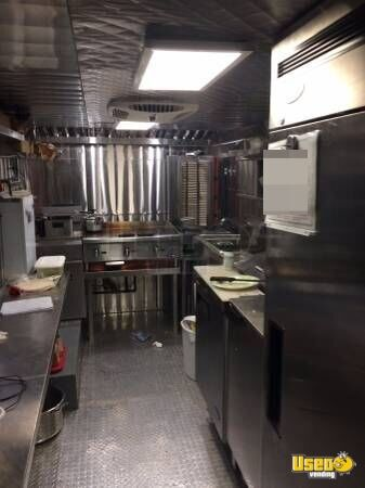 1980 Chevy P30 All-purpose Food Truck Diamond Plated Aluminum Flooring Texas Gas Engine for Sale - 5