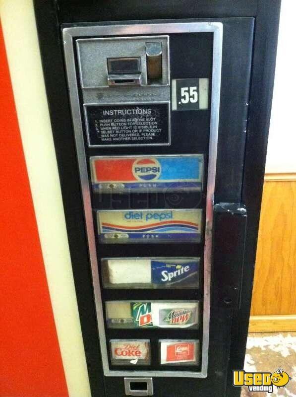 Vintage Dixie Narco 440 Vending Machine