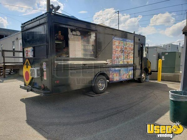 1987 P30 Step Van Kitchen Food Truck All-purpose Food Truck Air Conditioning New York Gas Engine for Sale