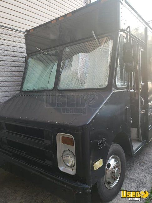 1987 P30 Step Van Kitchen Food Truck All-purpose Food Truck Cabinets New York Gas Engine for Sale