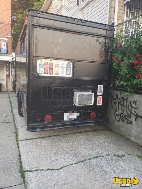1987 P30 Step Van Kitchen Food Truck All-purpose Food Truck Concession Window New York Gas Engine for Sale