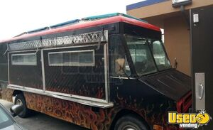 1987 P30 Step Van Kitchen Food Truck All-purpose Food Truck Concession Window Texas Gas Engine for Sale