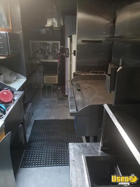 1987 P30 Step Van Kitchen Food Truck All-purpose Food Truck Deep Freezer New York Gas Engine for Sale