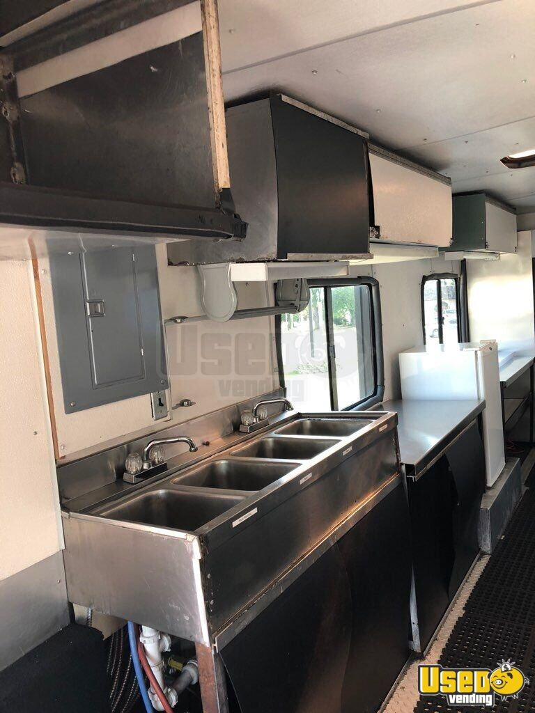 1988 Chevy Ps6500 P6t042 All-purpose Food Truck Diamond Plated Aluminum Flooring Indiana Gas Engine for Sale - 6