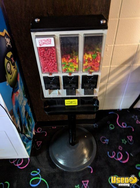1990 Ultra-vend Triple Head Candy Machine 5 California for Sale