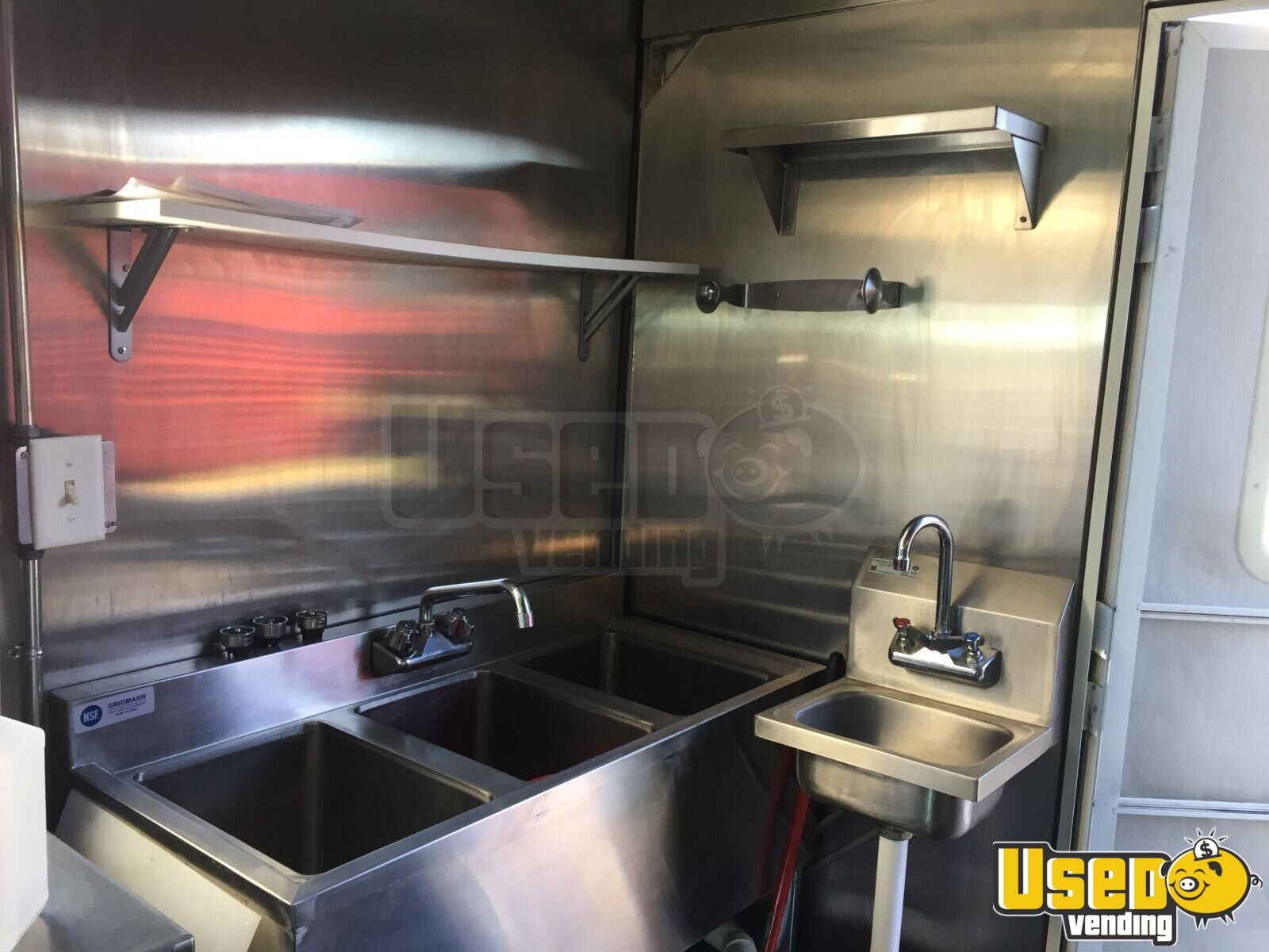 1991 Step Van Kitchen Food Truck All-purpose Food Truck Stainless Steel Wall Covers Missouri Diesel Engine for Sale - 5