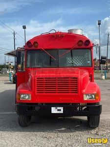 1992 Bustaurant Kitchen Food Truck All-purpose Food Truck Diamond Plated Aluminum Flooring Texas Diesel Engine for Sale
