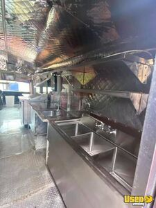 1992 Bustaurant Kitchen Food Truck All-purpose Food Truck Stovetop Texas Diesel Engine for Sale