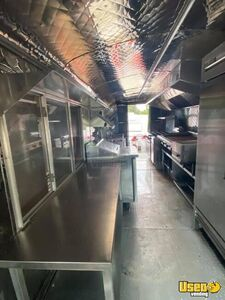 1992 Bustaurant Kitchen Food Truck All-purpose Food Truck Upright Freezer Texas Diesel Engine for Sale