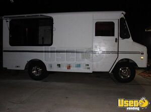 1992 P30 Food Truck All-purpose Food Truck Convection Oven Oklahoma Gas Engine for Sale