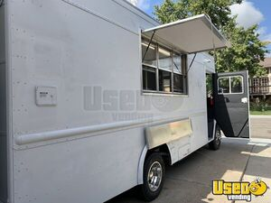 1992 P30 Grumman Olson Workhorse Kitchen Food Truck All-purpose Food Truck Air Conditioning Colorado Gas Engine for Sale