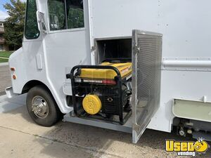 1992 P30 Grumman Olson Workhorse Kitchen Food Truck All-purpose Food Truck Stainless Steel Wall Covers Colorado Gas Engine for Sale
