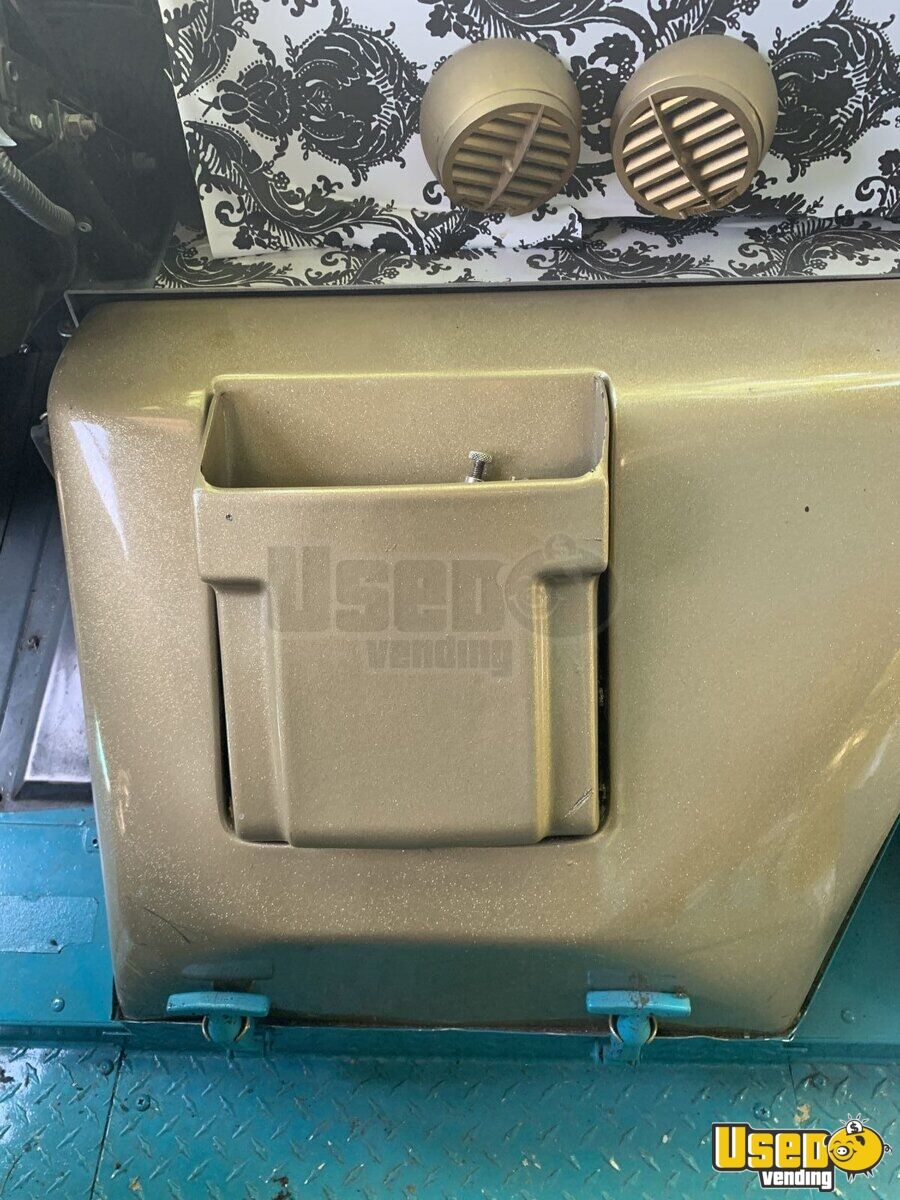 1995 Chevrolet Mobile Boutique Truck Water Tank Nevada Gas Engine for Sale - 14