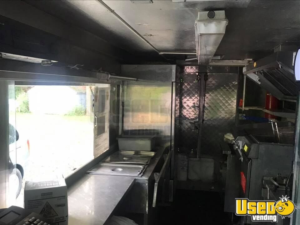 1995 Chevrolet P30 All-purpose Food Truck Cabinets Massachusetts Diesel Engine for Sale - 3