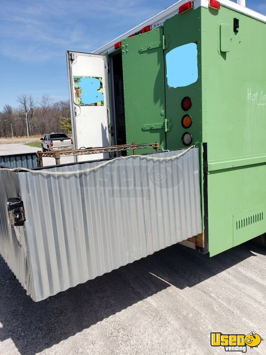 1995 Chevy P30 Utilimaster Food Truck Stainless Steel Wall Covers Ohio Diesel Engine for Sale - 6