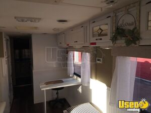 1995 Ford 34 Feet Mobile Hair Salon Truck Stainless Steel Wall Covers Florida Gas Engine for Sale
