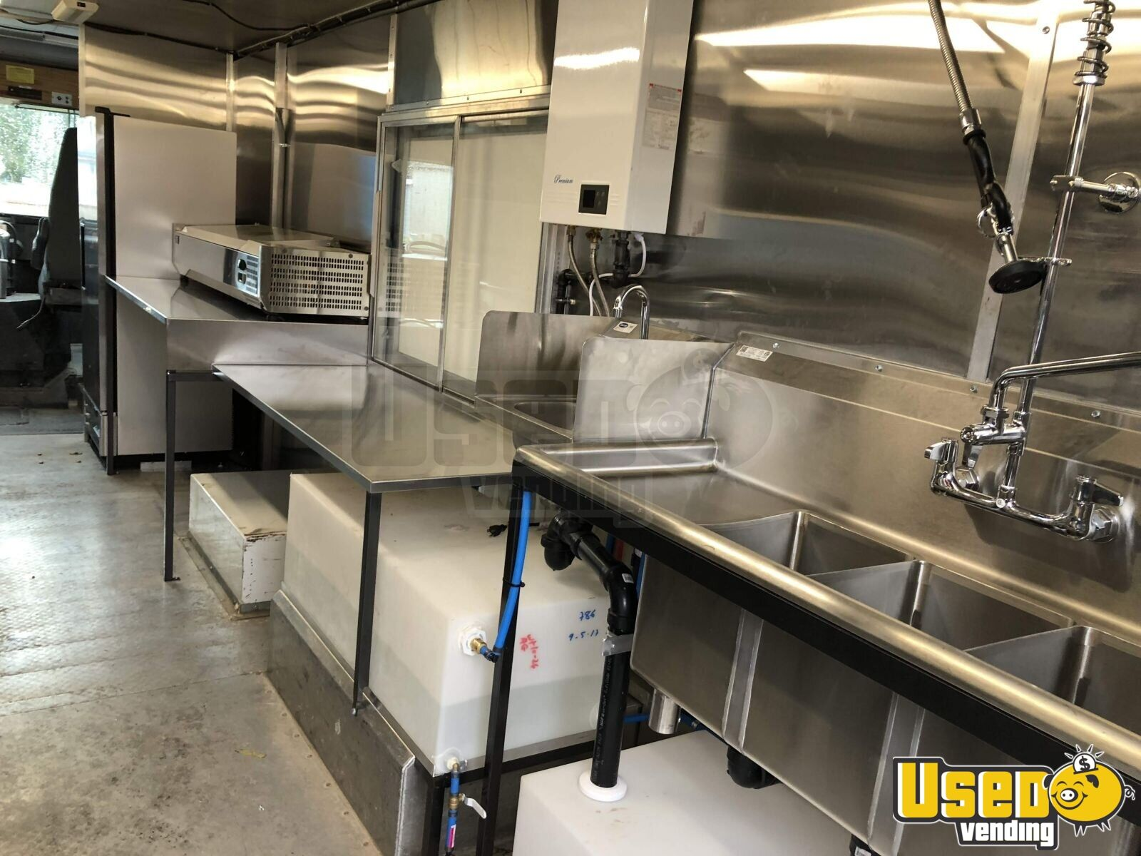 1996 27' Step Van Kitchen Food Truck All-purpose Food Truck Cabinets Washington for Sale - 3