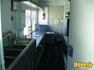 1996 Grumman Catering Food Truck Air Conditioning California Gas Engine for Sale