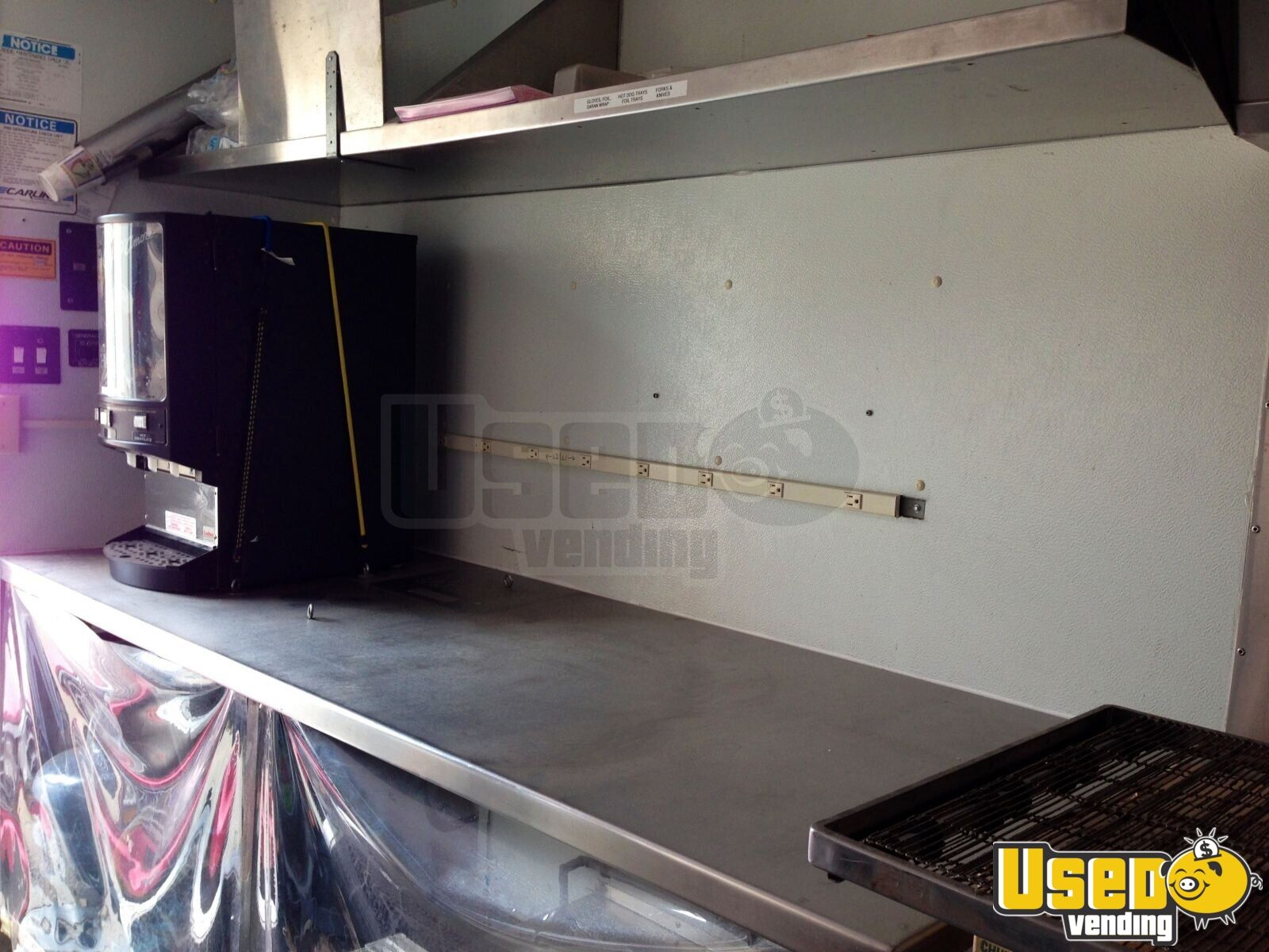 1996 Grumman Catering Food Truck Diamond Plated Aluminum Flooring California Gas Engine for Sale - 6