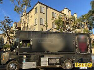 1997 P30 Kitchen Food Truck All-purpose Food Truck Cabinets California Diesel Engine for Sale