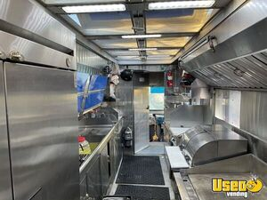 1997 P30 Kitchen Food Truck All-purpose Food Truck Diamond Plated Aluminum Flooring California Diesel Engine for Sale