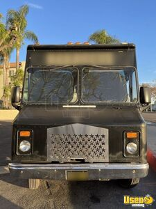1997 P30 Kitchen Food Truck All-purpose Food Truck Stainless Steel Wall Covers California Diesel Engine for Sale