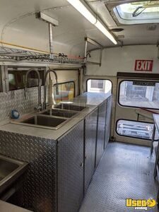 1997 School Bus Kitchen Bustaurant Food Truck All-purpose Food Truck Flatgrill Texas Diesel Engine for Sale