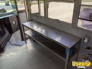 1997 School Bus Kitchen Bustaurant Food Truck All-purpose Food Truck Fryer Texas Diesel Engine for Sale