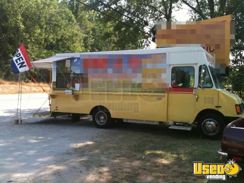 1998 - 24' Chevy P30 Workhorse Mobile Kitchen Food Truck!!!