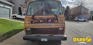 1998 P30 Catering Food Bus All-purpose Food Truck Insulated Walls Colorado Gas Engine for Sale