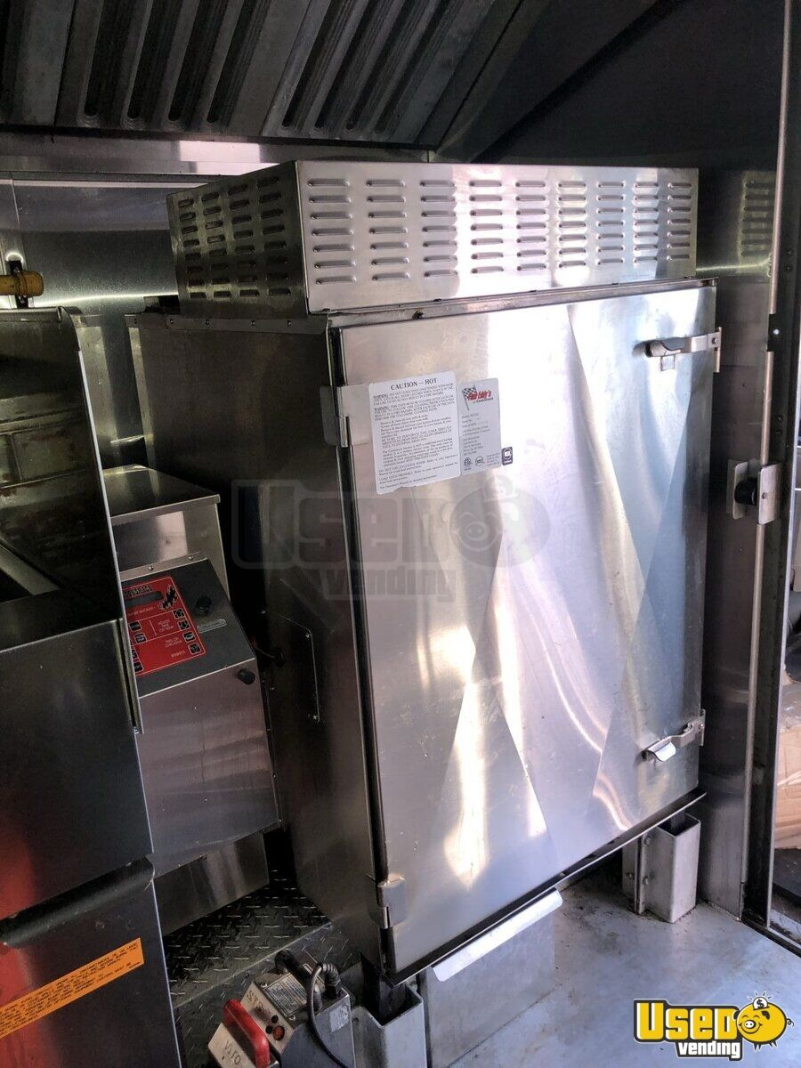 1999 Gruman Utilimaster 22' Barbecue Food Truck Oven Ontario Gas Engine for Sale - 13