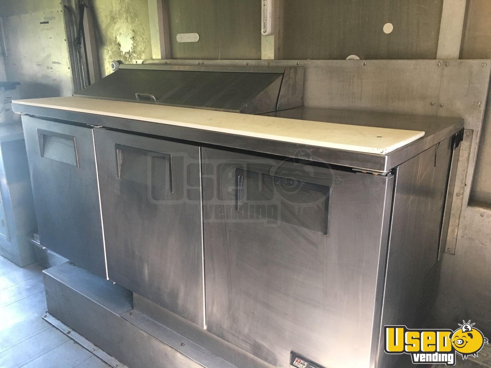 1999 P30 Kitchen Food Truck All-purpose Food Truck Awning Pennsylvania Gas Engine for Sale - 6