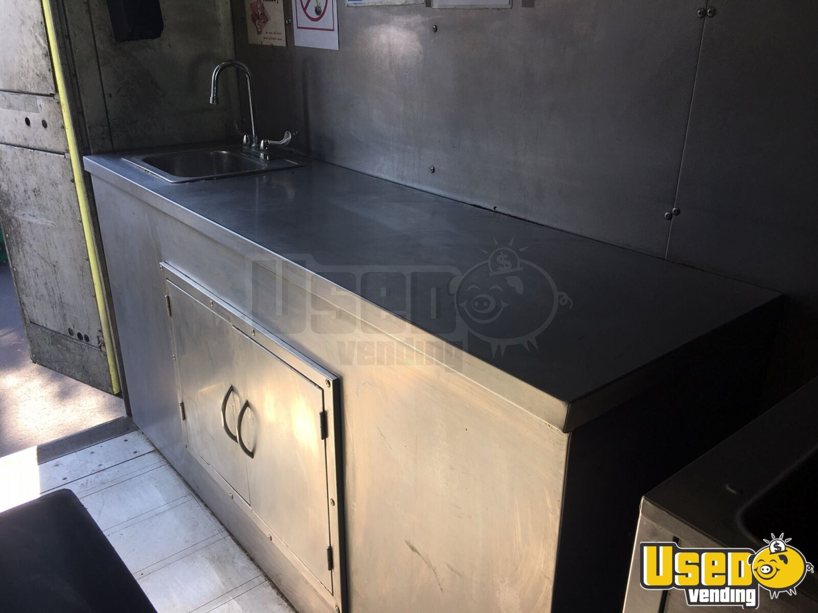 1999 P30 Kitchen Food Truck All-purpose Food Truck Exterior Customer Counter Pennsylvania Gas Engine for Sale - 7