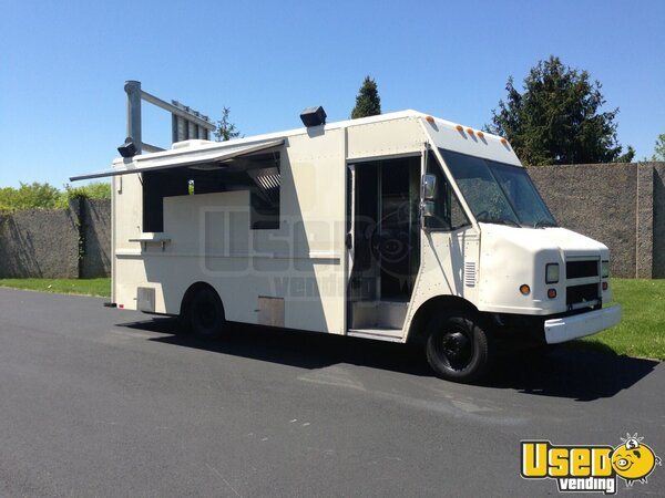 1999 P30 Kitchen Food Truck All-purpose Food Truck Pennsylvania Gas Engine for Sale