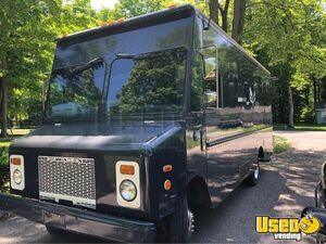 1999 P32 Kitchen Food Truck All-purpose Food Truck Awning Michigan Diesel Engine for Sale