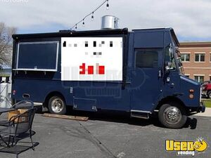 1999 P32 Kitchen Food Truck All-purpose Food Truck Michigan Diesel Engine for Sale