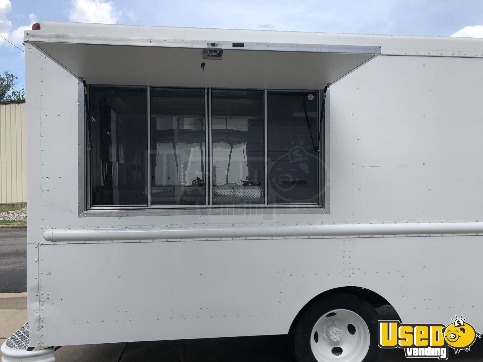 1999 Workhorse P32 All-purpose Food Truck Stainless Steel Wall Covers Missouri Diesel Engine for Sale - 3