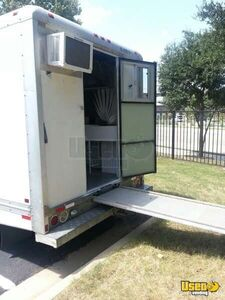 2000 17' E-350 Van Kitchen Food Truck All-purpose Food Truck Exhaust Hood Texas Gas Engine for Sale