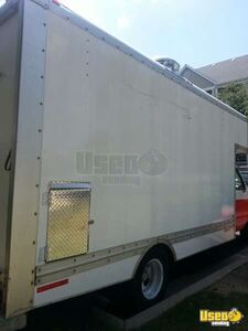 2000 17' E-350 Van Kitchen Food Truck All-purpose Food Truck Insulated Walls Texas Gas Engine for Sale