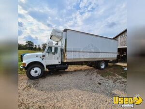 2000 4900 Reefer/refrigerated Truck Box Truck 2 Michigan for Sale