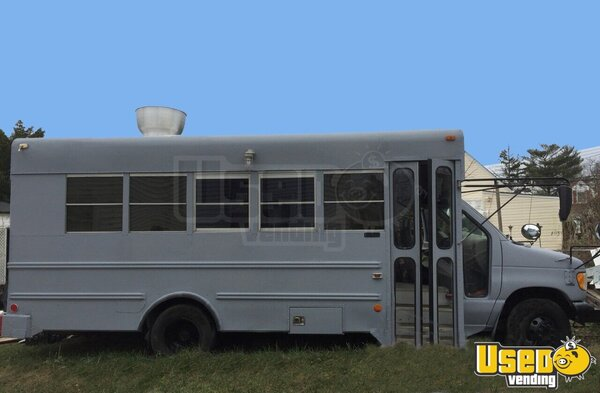 2000 Bus Kitchen Food Truck All-purpose Food Truck New York Gas Engine for Sale
