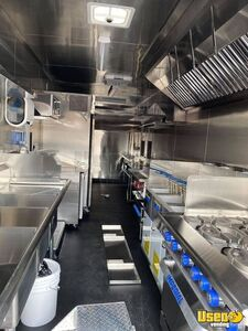 2000 C6500 Kitchen Food Truck All-purpose Food Truck Diamond Plated Aluminum Flooring Arizona Gas Engine for Sale