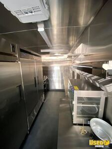 2000 C6500 Kitchen Food Truck All-purpose Food Truck Refrigerator Arizona Gas Engine for Sale