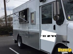 2000 Diesel Step Van Kitchen Food Truck All-purpose Food Truck Concession Window Virginia Diesel Engine for Sale